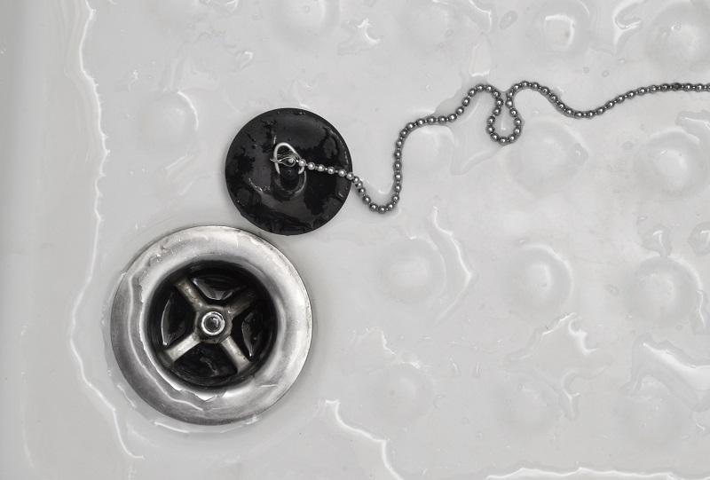 תיקון מנגנון ניקוז המים